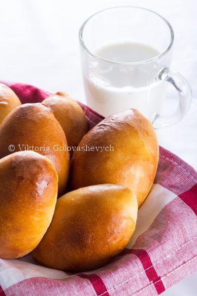 Пирожки печеные из дрожжевого теста с мясом. ГОСТ