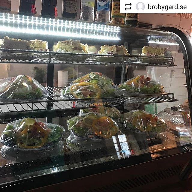 #Repost @brobygard.se with @instatoolsapp  Vi fortsätter 2 dagar till med Vårkonst  12-16 ...i Cafet finns  mackor och gofika #cafe #konst #vintage #inredning  #välkomna till landet i solen