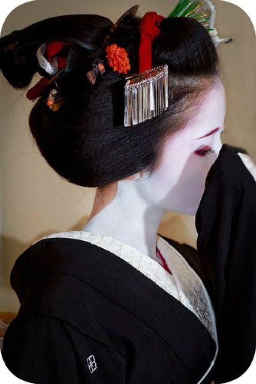Geisha: Women Hats, Geishas, Black And White, Black White, Japan Beautiful, Cute Asian Fashion, Maiko, Kimonos, Hair