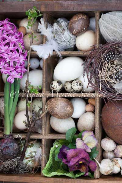 Beautiful Easter Box~Wonderful blog.Spring Flower, Trinket Boxes, Spring Wedding, Flower Shops, Easter Boxes, Shadows Boxes, Easter Eggs, Flower Display, Spring East