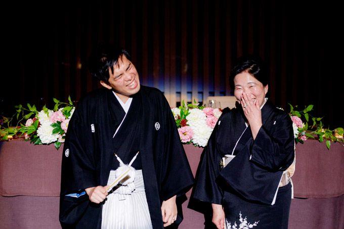 中座。お母様のエスコートはちょっと照れる【結婚式のカメラマン】Goshi Photo!