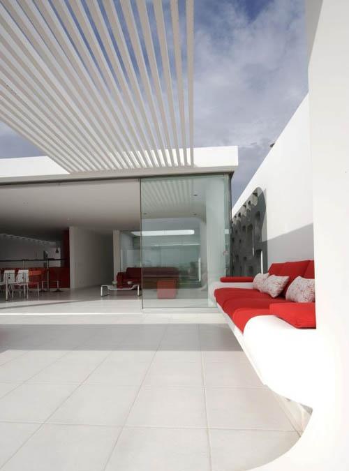 Contemporary Beach House Design (3)