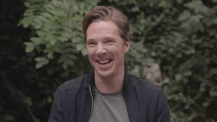 ELLE MAGAZINE [UK] (October 27, 2014) ~ Benedict Cumberbatch behind-the-scenes on the photo shoot. (1:19) [Video]