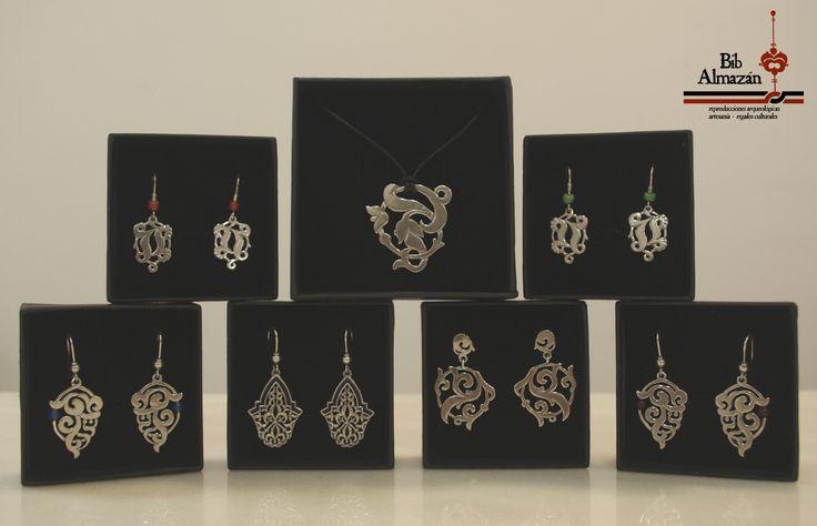 Orfebrería inspirada en motivos nazaríes y de la Alhambra. Realizada en Plata de 1ª Ley.