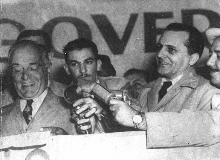 Luiz Carlos Prestes e Getúlio Vargas participam de comício no Vale do Anhangabaú, em 1947  http://memoria.oglobo.globo.com/fotos/histoacuteria-do-brasil-9580259
