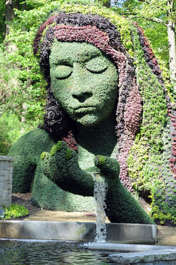 "Incredible Giant Living Sculptures at Atlanta Botanical Gardens - My Modern Metropolis ""The largest living plant sculpture exhibition ever displayed in the United States has just begun! From now till October 31, visit Atlanta Botanical Garden to see Imaginary Worlds, a New Kingdom of Plant Giants."" #topiary    http://dennisharper.lnf.com/"