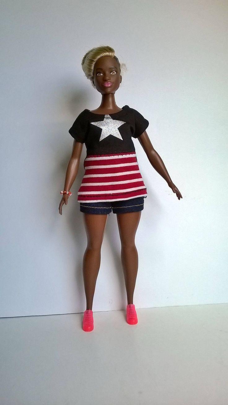 Sportliches Curvy Barbie Shirt mit silber Stern auf schwarzem Grund und rot /weiß gestreiftes Vorderteil von Schaurein auf Etsy
