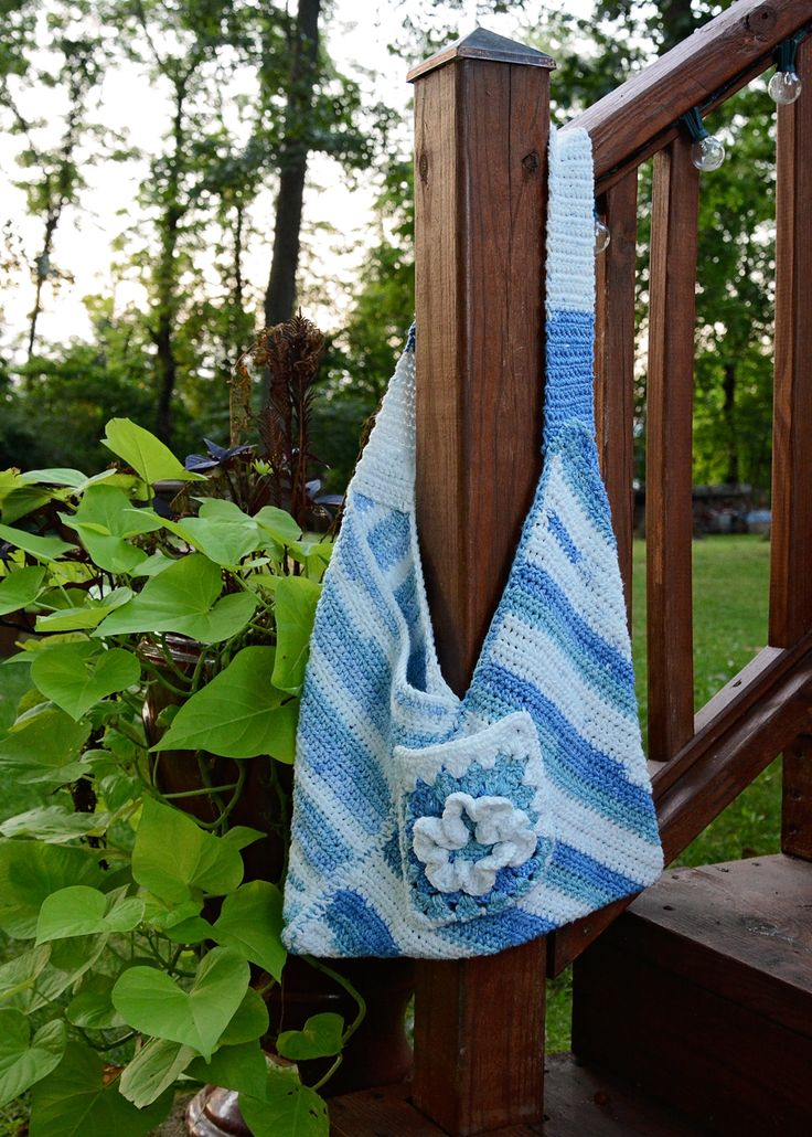 Boho bag crocheted with 100% cotton fibers.