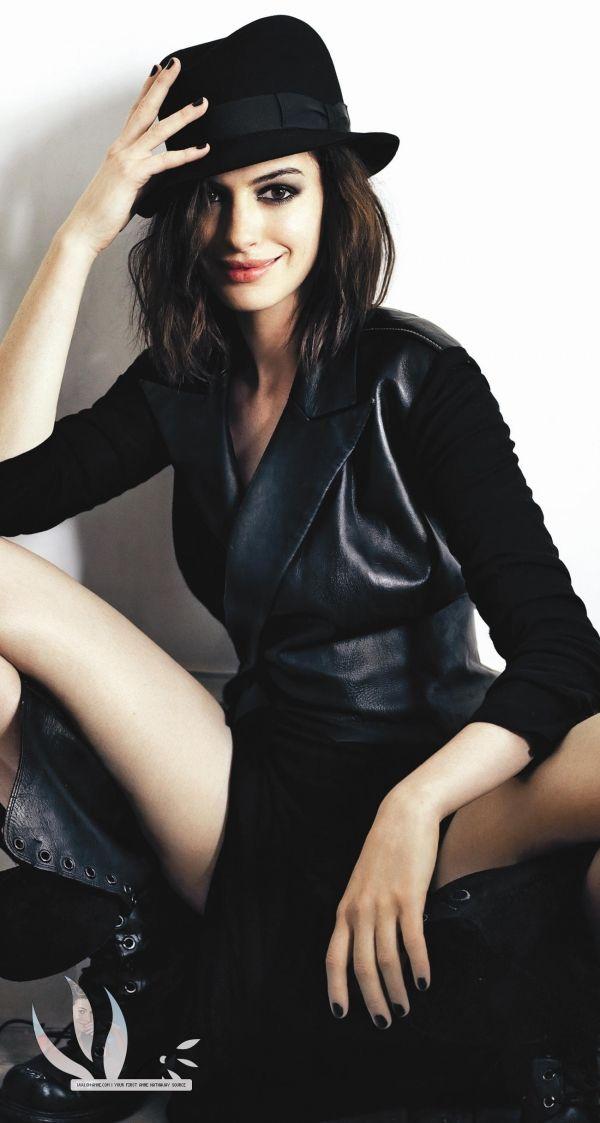 HI-REZ Life: Anne Hathaway is stunning + that NSFW crotch shot