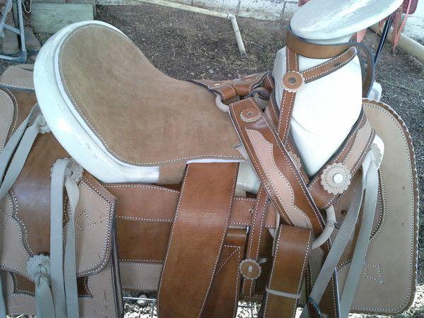 Montura Charra color Cafe. Charro Saddle