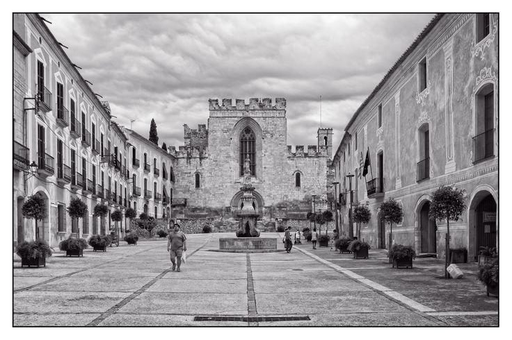 https://flic.kr/p/yb1TUB   Santes Creus   Monastery of Santa Maria de Santes Creus (Catalan: Reial Monestir de Santa Maria de Santes Creus) is a Cistercian monastery in the municipality of Aiguamúrcia, Catalonia, Spain.