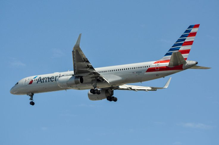 American Airlines 757 in the new paint. This is the first time I've been able to snap a picture of one of these beauties. Photo taken on April 4, 2015