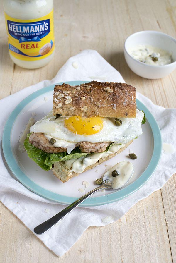 Hamburger met kip en ei