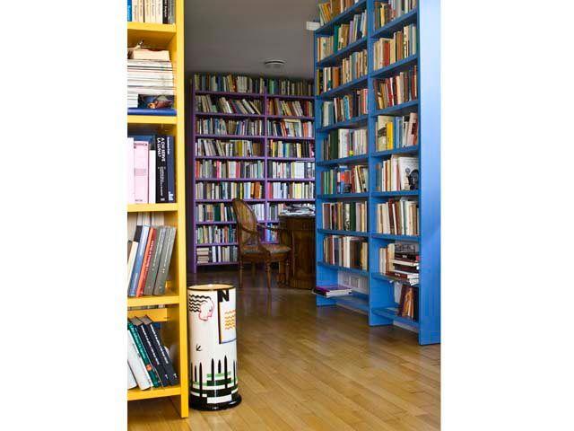 Natalia Aspesi home - librerie fatte su misura e dipinte con colori vivaci