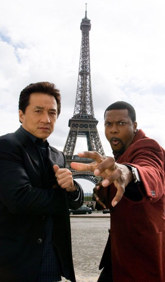 """Jackie Chan et Chris Tucker devant la Tour Eiffel pour la promotion du film """"Rush Hour 3"""" - 2007 - Paris - France - Jackie Chan and Chris Tucker in front of the Eiffel Tower to promote the film """"Rush Hour 3"""" - 2007 - Paris - France"""