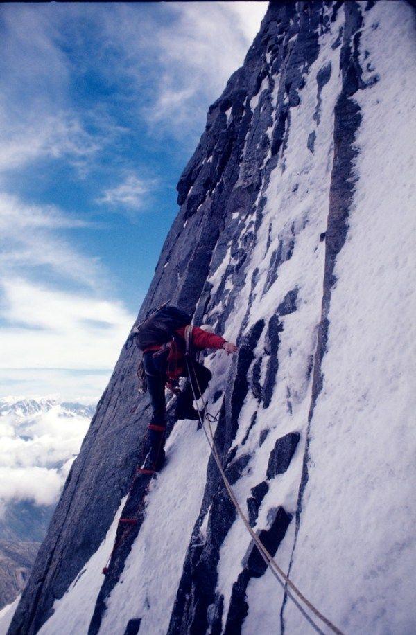 Breve racconto della prima ascensione della via diretta sulla parete nord-est dell'Aiguille de Leschaux https://i0.wp.com/gognablog.com/wp-content/uploads/2017/12/Leschaux-g26-03-12.jpg?resize=600%2C917