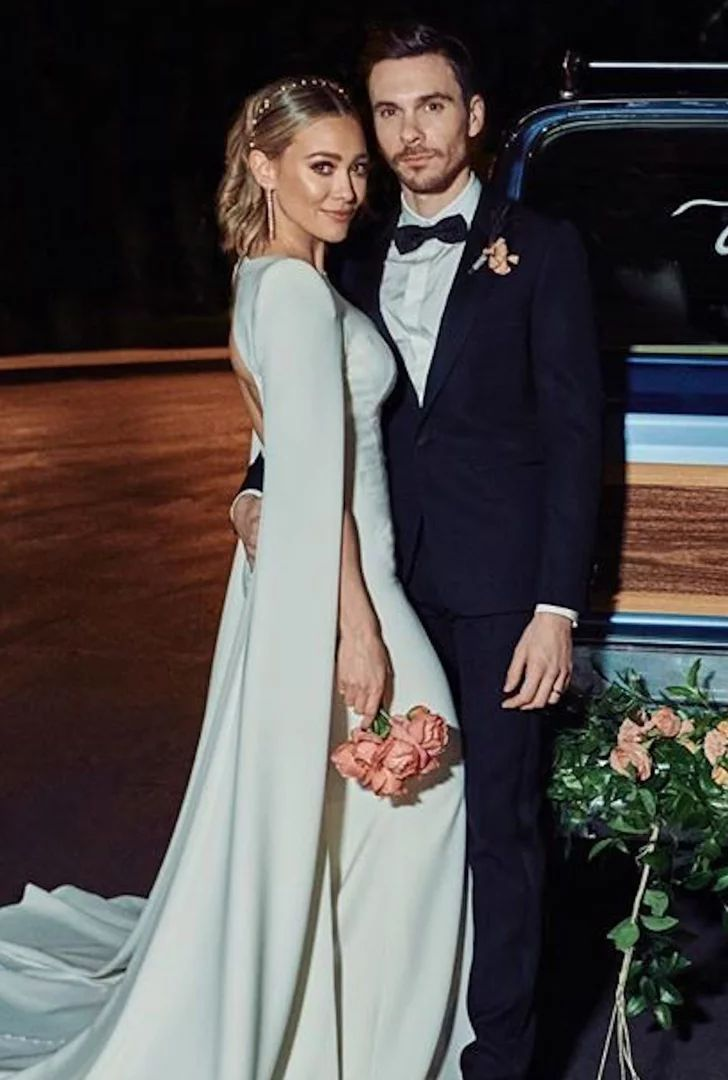 Just Married See Hilary Duff And Matthew Koma S Gorgeous Wedding Photos In 2020 Celebrity Bride Hillary Duff Wedding Celebrity Wedding Dresses