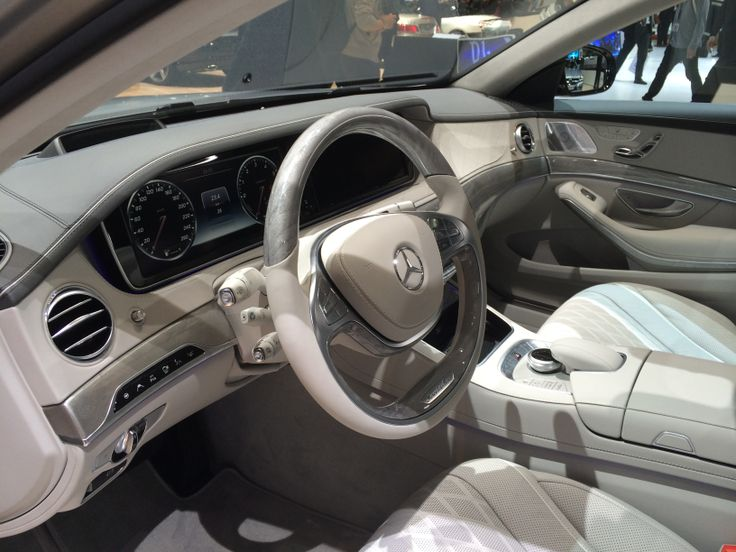 Uha, hvor er interiøret i de nye Mercedes altså bare lækkert. Efterhånden lige en klasse over BMW og Audi!