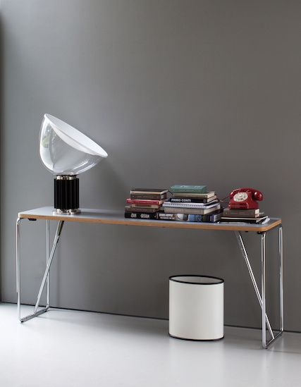 Fold-Up is a multi-purpose folding table ideal for meeting rooms, offices and conventions.