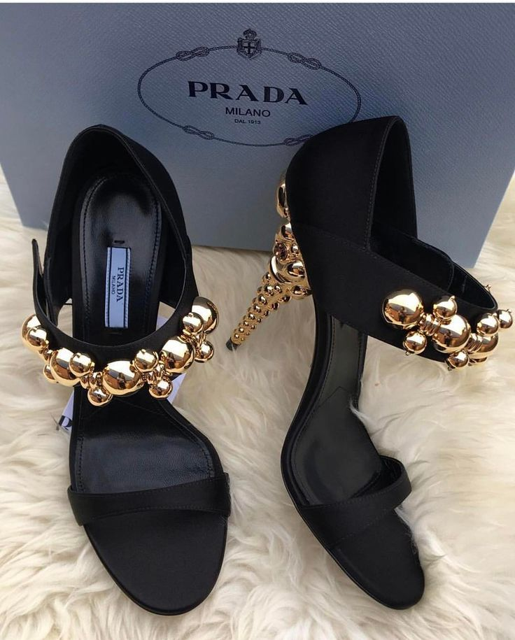 "187 mentions J'aime, 1 commentaires - naeto (@ivannas_trunk) sur Instagram : ""P R A D A Sizes 38-40 only To pre Order whatsapp 08096663164 or send a DM #nextdaydelivery…"""
