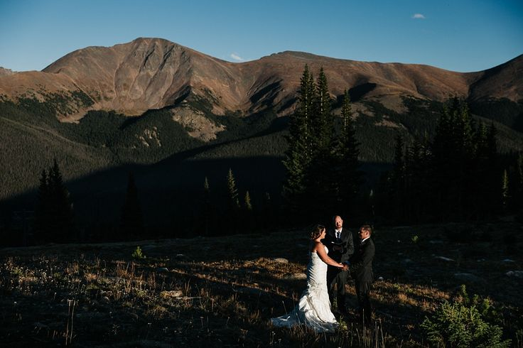 If you want to get married with epic mountain views at 11,220ft, a Lunch Rock Winter Park Resort wedding is the perfect fit for outdoorsy Colorado couples.