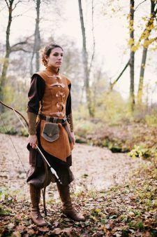 Tabbard for women made of leather von Larperlei auf Etsy