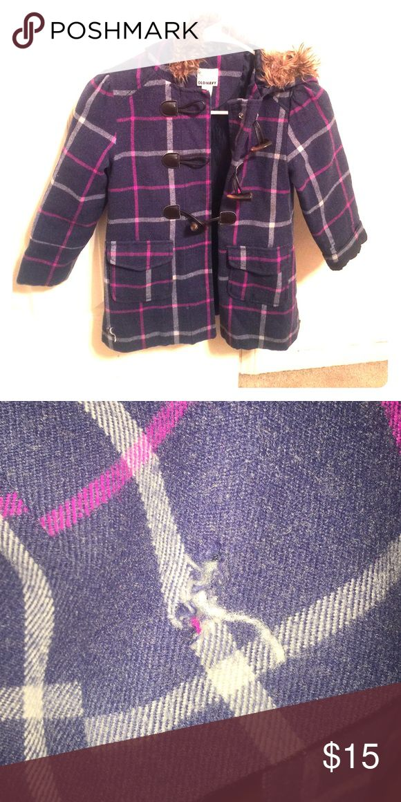 Girls Peacoat Does have a small hole but everything else is in good condition. It's a size: 6/7 Jackets & Coats Pea Coats