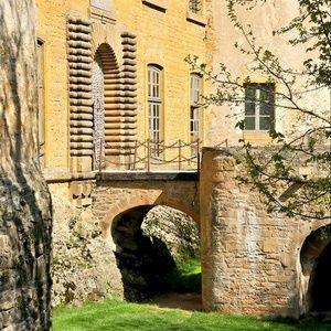 résidez dans ce superbe château #médiéval et venez vous détendre dans un confort absolu #Saint-Maurice-sur-Dargoire