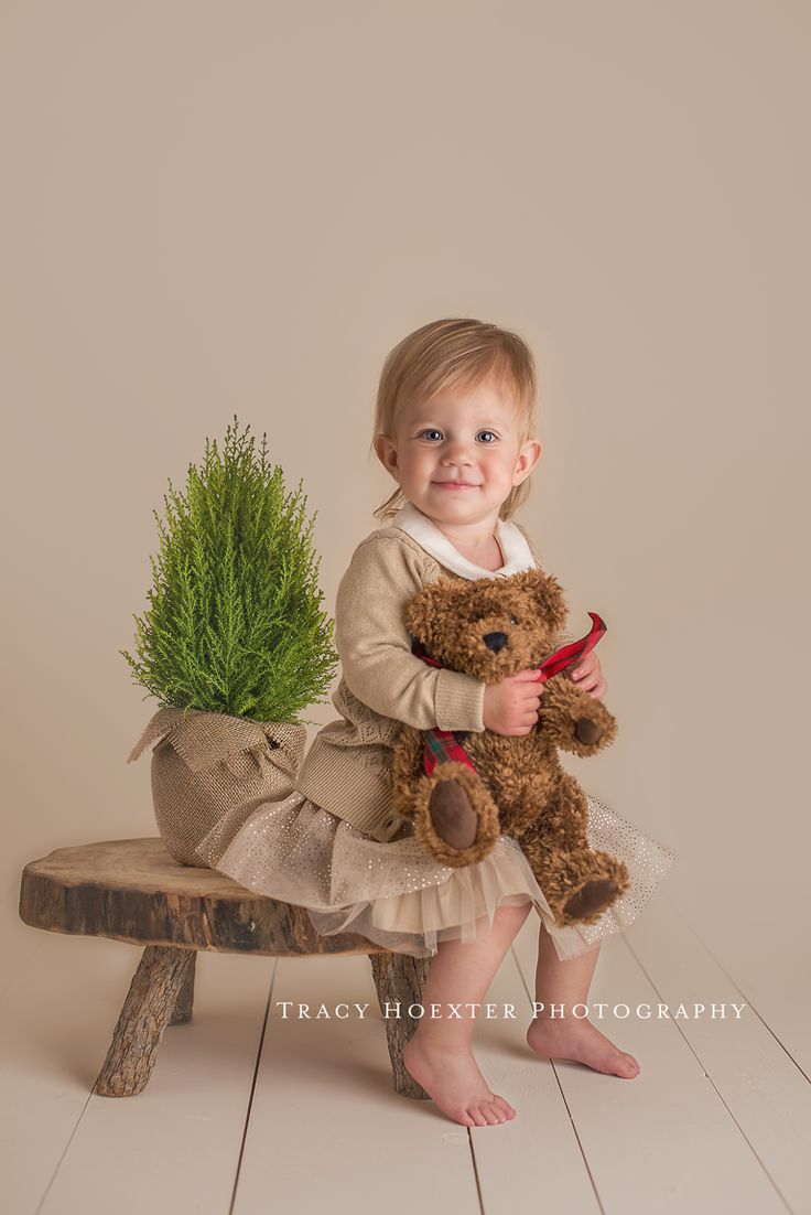 I love using my light! I'm still working to improve my skills and having so much fun doing it! Thank you, Lisa and Erin! ~Tracy Hoexter Photography {Illuminate: studio lighting for beginners} See more of her work at https://www.facebook.com/TracyHoexterPhotography?ref=hl