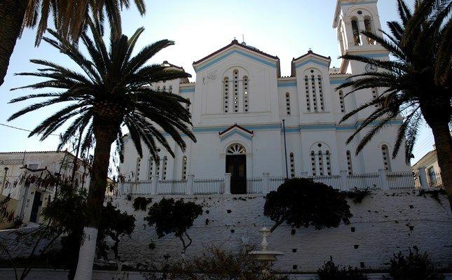 Η εκκλησία της Κοίμησης της Θεοτόκου #andros #island #greece #travel http://diakopes.in.gr/trip-ideas/article/?aid=209717