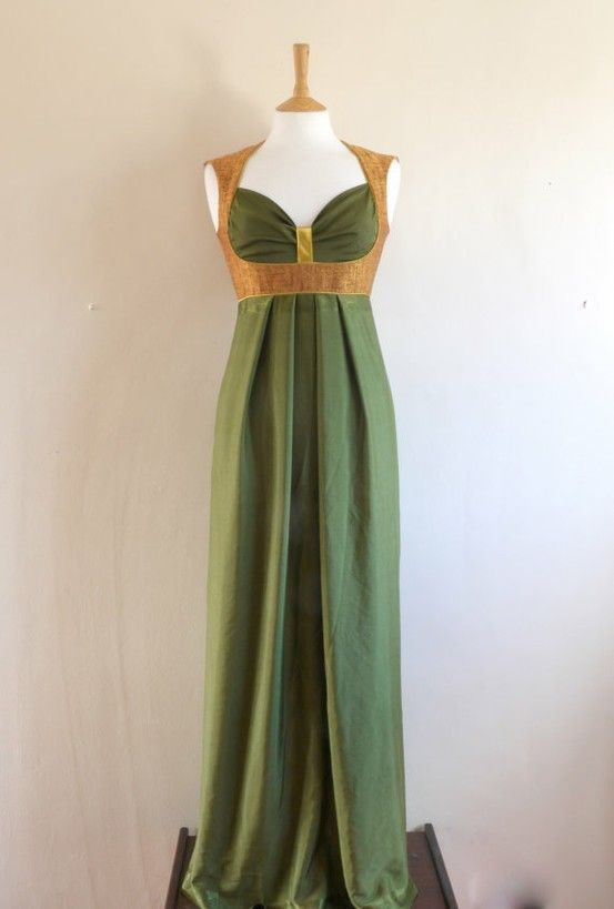 This would look good with additional layers :) it looks like a female Loki dress!!!