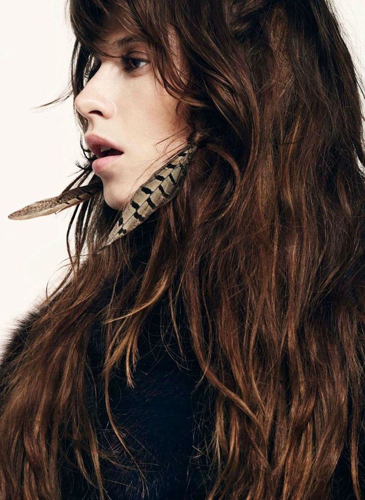 feathers and a mane: Feather Earrings, Elettra Rossellini, Feathers Earrings, Hair Colors, Dark Hair, Long Hair, Harpers Bazaars, Hair Looks, Brown Hair