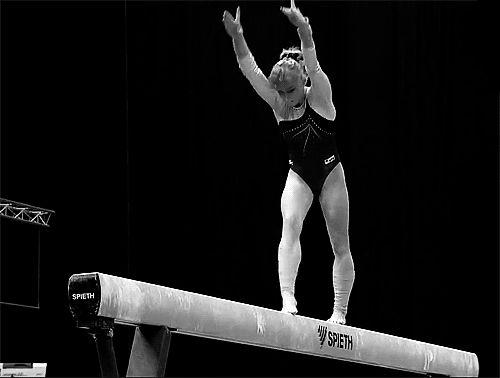 gif of Grishina's illusion turn on beam