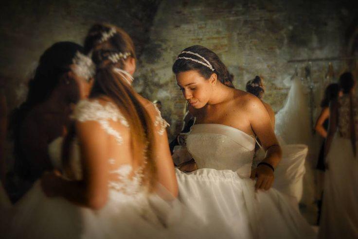 Una serata particolare cercando di cogliere l'attimo che in foto sarebbe rimasto per sempre apprezzando il grande lavoro di artigianto di @rinaldelli1930  My shot  #cappello #cappelli #hat #instalike #instafun #instalife #fashion #womenfashion #madeinitaly #livorno #madeinitaly #moda #modadonna #fascinator #artigianato #modisteria #modella #modelle #fashionphoto #accessori #stile #style #l4l #concorso #modella #modelle #bellezza #model #girl #wedding #bride #like4like #likeforlike