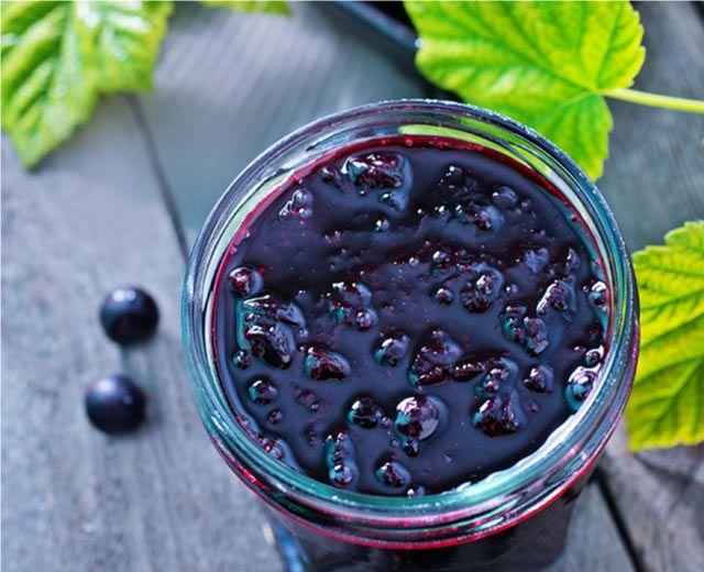 Πώς θα φτιάξετε σπιτική μαρμελάδα με λακωνικά μούρα αρώνιας