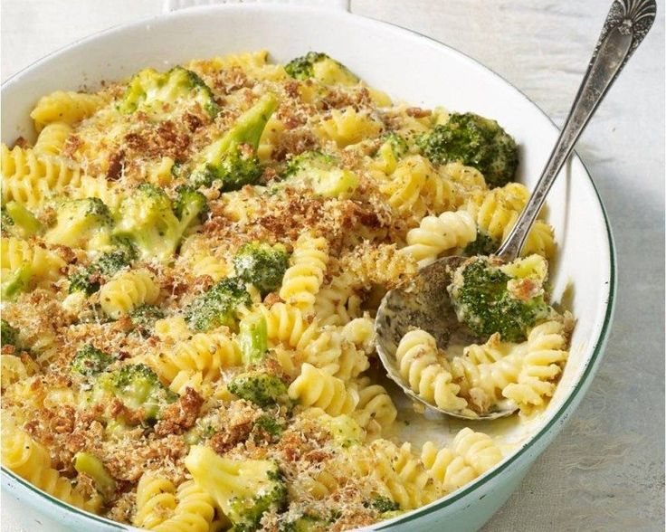 Now the ultimate comfort food side can be your main entrée. Our Meatless Monday recipe features Skinnytaste's healthier spin on traditional mac and cheese. Each satisfying portion is loaded with broccoli florets, whole-wheat pasta and reduced-fat cheddar cheese. You can savor the taste and still get your veggies in to boot!  Gina Homolka is …