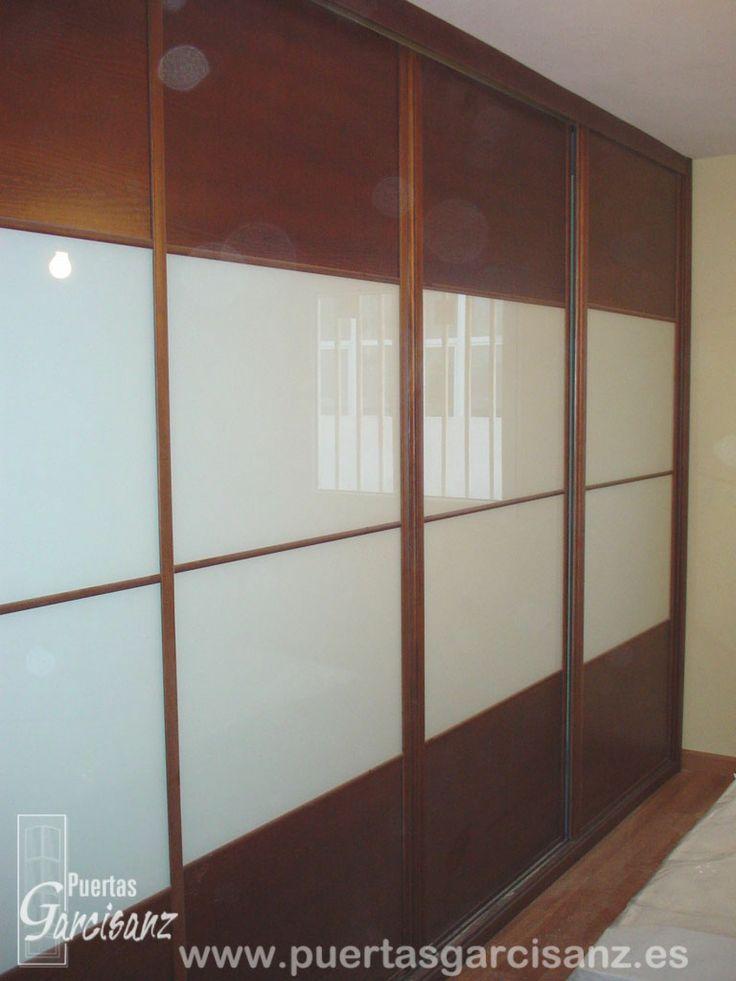 Frente de armario de puertas correderas realizado en chapa - Montar puerta corredera ...