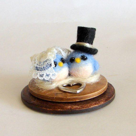 Hochzeit Schmuck. Braut und Bräutigam Vögel Filz. Nadel Gefilzte Vogel paar…