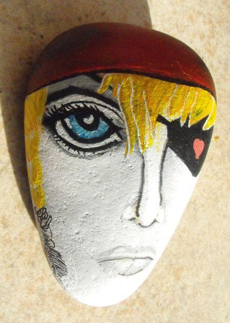 Femme bretonne pirate peinte sur galet / Aquarelle et acrylique, Aëlore artiste peintre