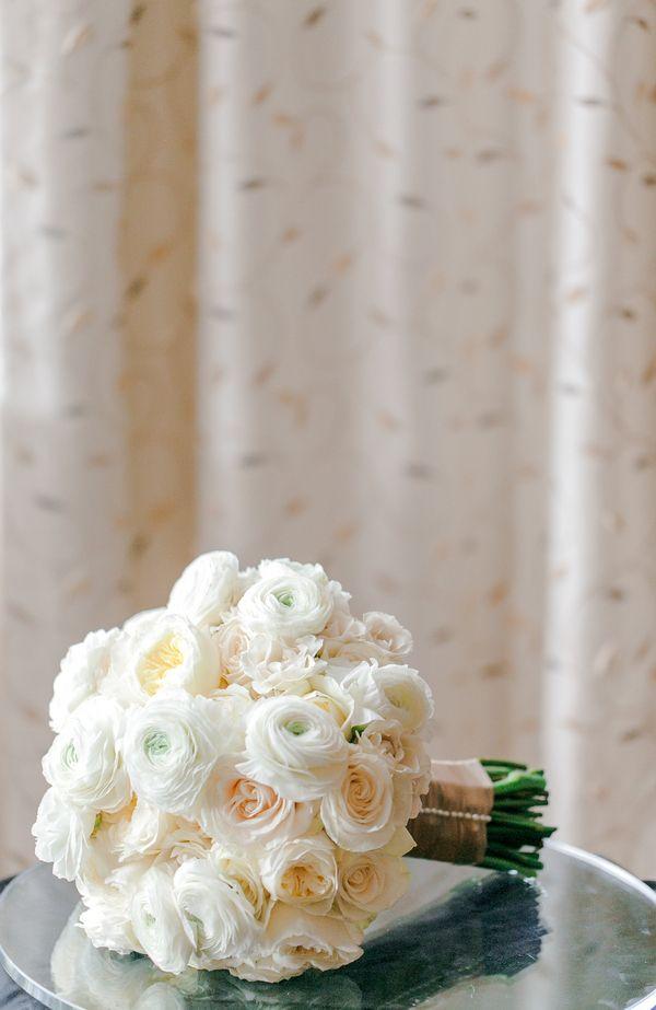 Elegant monochromatic wedding bouquet (Photo by Vivian N Photos)