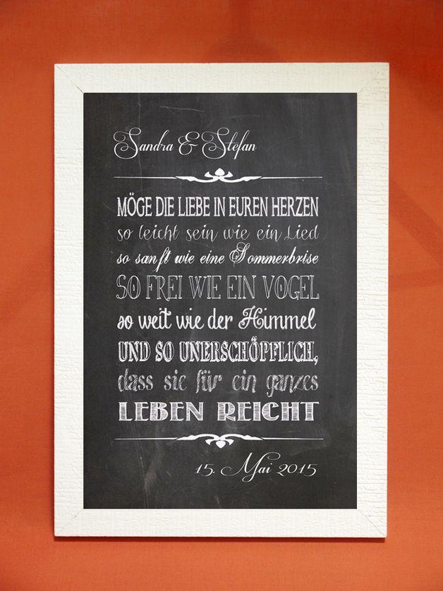 Ein Tafelbild-Kunstdruck  mit den Namen des Hochzeitspaares ,dem Hochzeitsdatum und einem wunderbaren Segenswunsch für das Brautpaar.  Der Hintergrund ist einer Tafel nachempfunden, die...