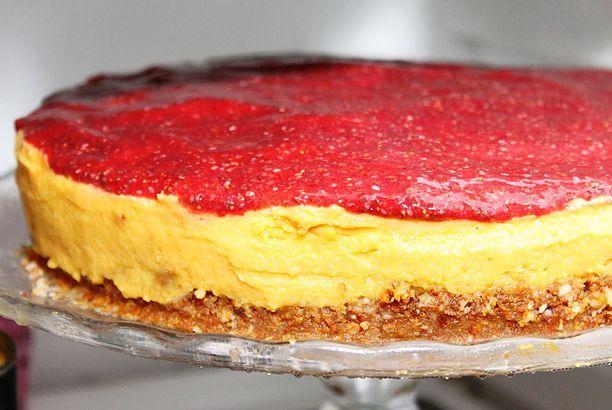 Mangokake med jordbær glasur og nøttebunn