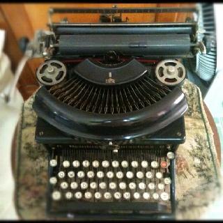 Maquina de escribir mecánica, años 50'.