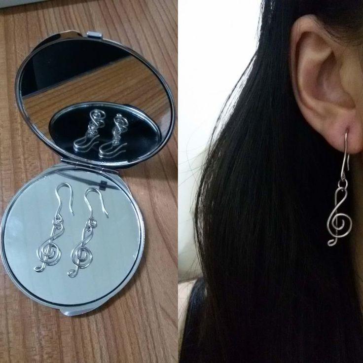 Wire treble clef Earrings