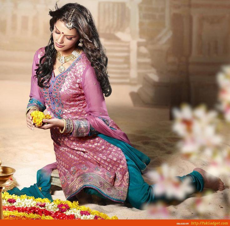 Designer Sarees by Manish Malhotra (3)