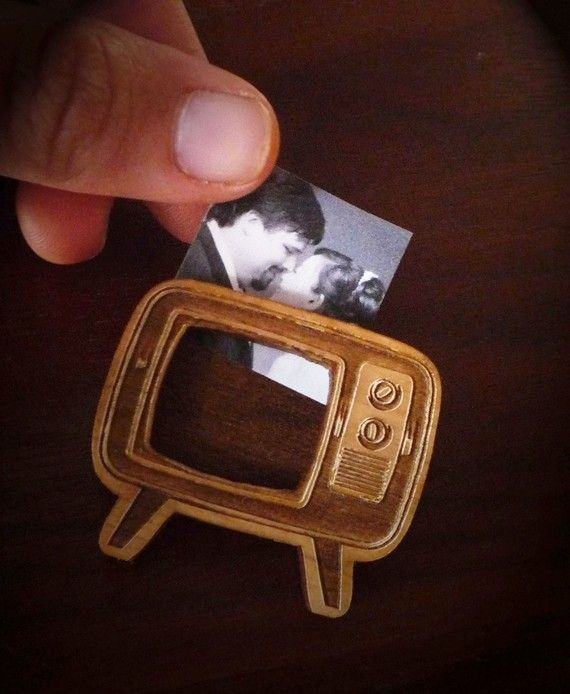 Retro TV Brooch/Pin by Vectorcloud. Made out of finely engraved lasercut Alder wood.