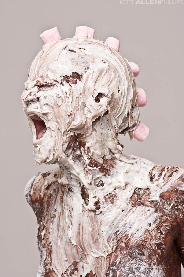 Le projet Messy duphotographe américainKeith Allen Phillips, basé à Sacramento, quinous dévoile une série de portraits littéralement dégoulinants d