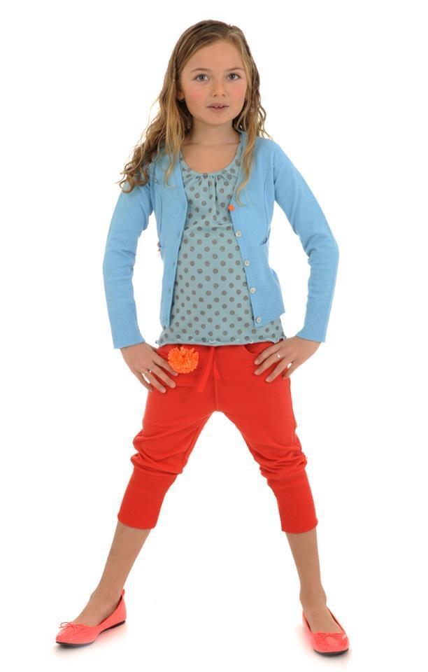 Mooie outfit voor meisje blauw oranje . Girls outfit blue orange
