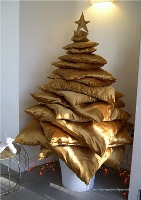 Alternative for a Christmas tree, this one is made of stacked golden pillows, genius!