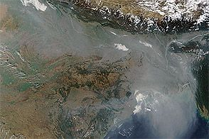 Haze over the Indo-Gangetic Plain : Natural Hazards : NASA Earth Observatory